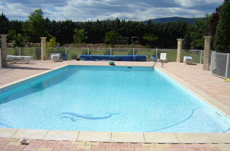 house with swiming pool for rent in fayence